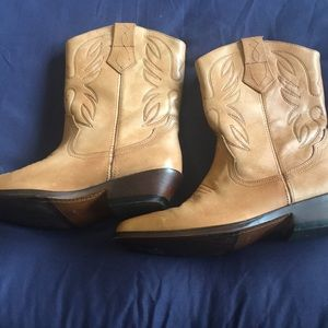 Cowgirl boots tan leather